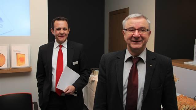 Thomas Buchs, Leiter der Geschäftsstelle (links), und Gemeindeammann Martin Heiz sind guter Laune.