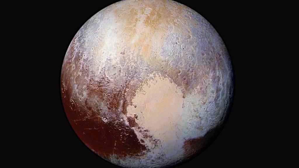 """Unter Plutos """"Herz"""" könnte sich ein Eismeer verbergen. (Archivbild)"""