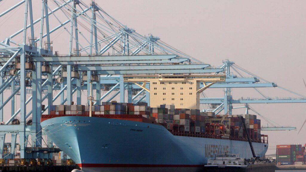 Der dänische Reeder Maersk hat im ersten Quartal 2021 den Gewinn gegenüber dem Vorjahr deutlich gesteigert. Der Konzern profitierte von der starken Nachfrage am Logistikmarkt.(Archivbild)