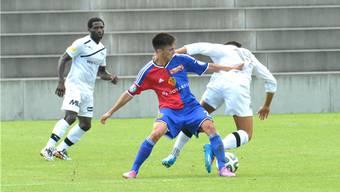 Michael Jose Gonçalves (M., hier im Spiel gegen Köniz) und die FCB U21 verlieren gegen Tuggen mit 2:3.