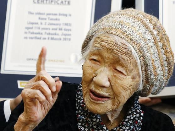Kane Tanaka ist offiziell der älteste Mensch der Welt. Eine entsprechende Urkunde des Guinness-Buchs der Rekorde wurde ihr 2019 überreicht.