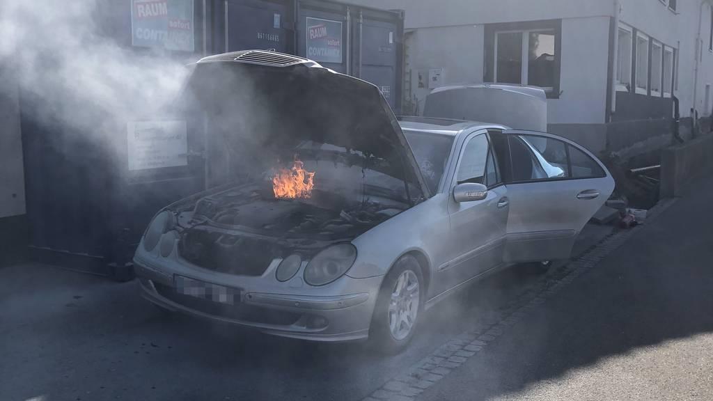 Patrouille entdeckt brennendes Auto