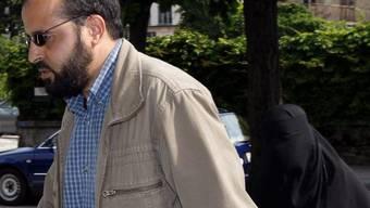 Garsallaoui 2007 mit seiner Frau vor dem Bundesstrafgericht in Bellinzona (Archiv)