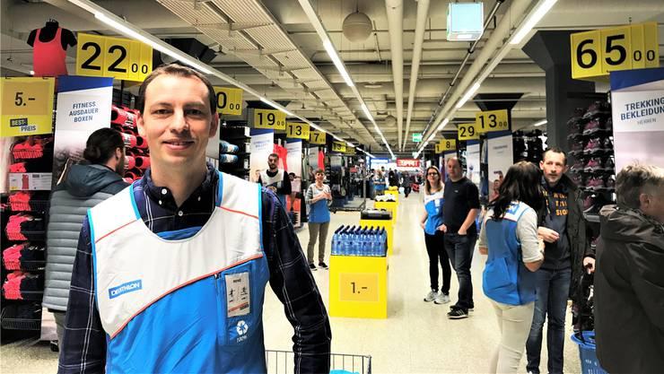 Dort, wo bis im Dezember das Athleticum war, ist jetzt Decathlon-Filialleiter René Stephan tätig.