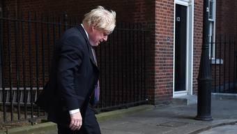 Boris Johnson mit gesenktem Haupt: Gestern reichte der wohl schillerndste Vertreter des Kabinetts von Premierministerin May seinen Rücktritt vom Amt des Aussenministersein. Er ist Teil des konservativen Aufstands gegen Mays Brexit-Kurs.