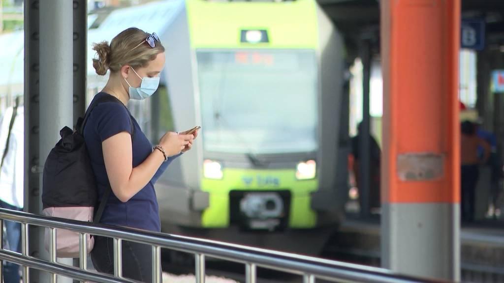 Maskenignorantin rastet im Zug wegen Maskenpflicht aus