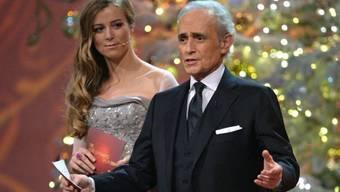 Jose Carreras mit Moderatorin Nina Eichinger an der Spendengala