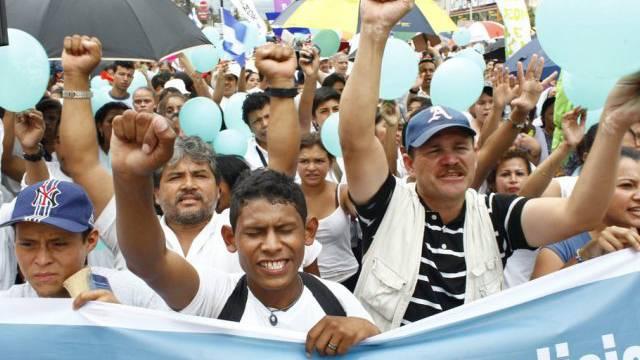 Tausende demonstrieren gegen Gewalt in Tegucigalpa