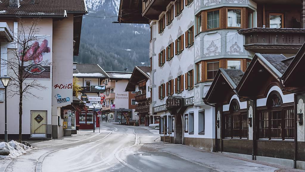 In Tirol sind nach jüngsten Auswertungen derzeit 139 aktive Fälle der als höher ansteckend geltenden Mutante gemeldet. Foto: Expa/Jfk/APA/dpa
