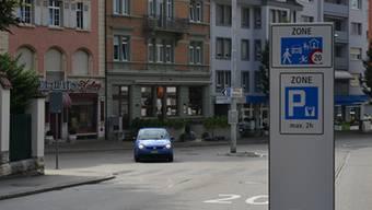 Die Meinungen gehen weit auseinander: Die Grünen befürworten den Stadtratsbeschluss zur Begegnungszone, die FDP dagegen übt massive Kritik.