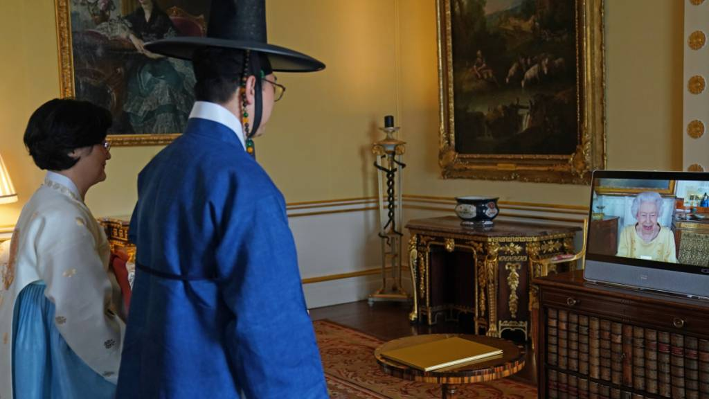 Queen absolviert ersten offiziellen Termin nach Ruhepause