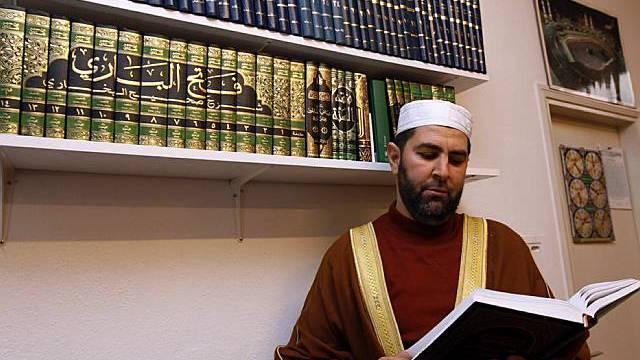 Imam in einer kleinen Moschee im Tessin (Archiv)