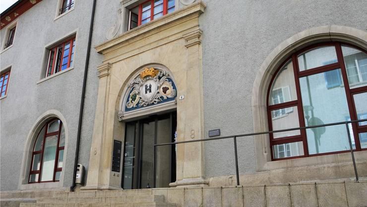 Eine junge Autolenkerin stand vor dem Bezirksgericht Brugg, weil sie an einem dunklen Sonntagabend einen alkoholisierten Fussgänger angefahren hatte.