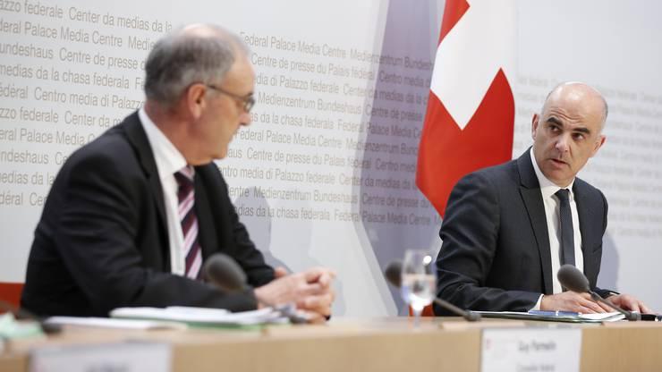 Guy Parmelin erlaubt das Zügeln auf Ende März. Medienkonferenz mit Alain Berset.