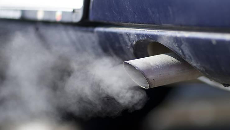Die Steuer für Motorfahrzeuge soll ökologischer werden. (Symbolbild)