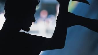 Einem Jugendlichen wurde am Rande der Liestaler Fasnacht in den Oberschenkel gestochen. (Symbolbild)