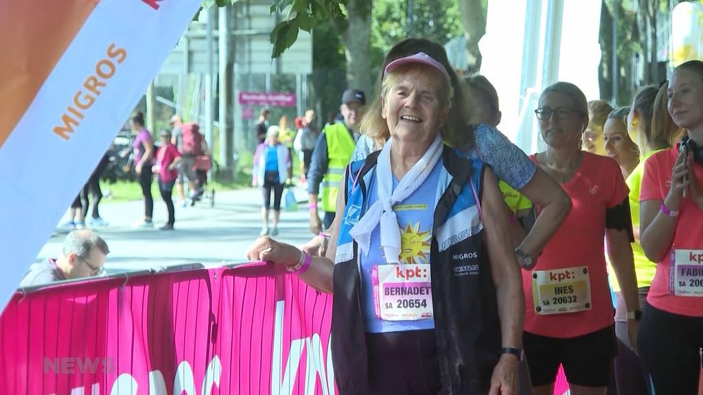 Mit 87 Jahren noch am Start: Älteste Frauenlauf-Teilnehmerin wegen Tod ihrer Schwester mit dabei