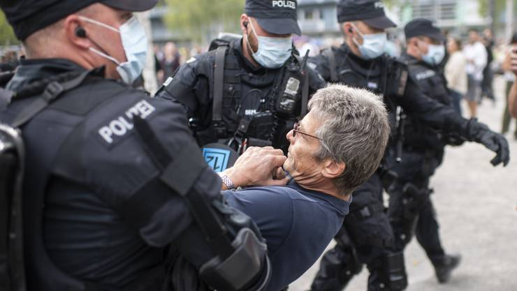Die rund 500 Personen der Corona-Demo vom Samstagnachmittag in Zürich haben sich aus Prinzip geweigert, eine Maske zu tragen.