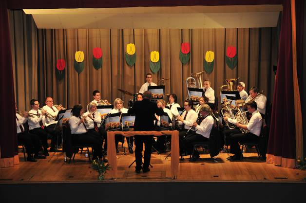 Die Musikanten_innen beim Musizieren