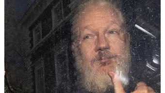 Julian Assange nach seiner Verhaftung am Donnerstag in London - zuvor hatte er sieben Jahre in der Botschaft Ecuadors verbracht und dort ein exzentrisches Benehmen gezeigt.
