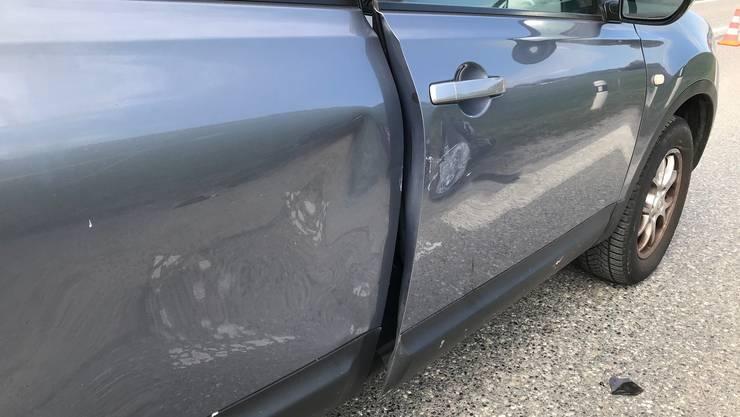 Beim Zusammenstoss entstand an beiden Fahrzeugen Sachschaden.