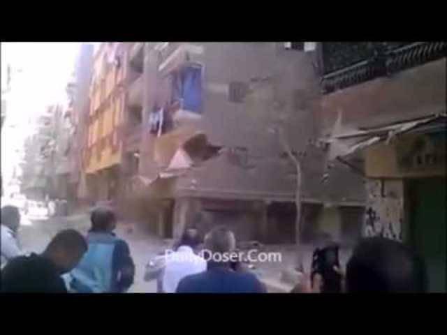 Der Einsturz eines weiteren Gebäudes in Kathmandu wurde gefilmt