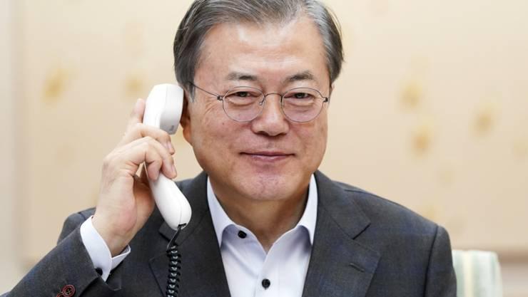 US-Präsident Donald Trump hofft weiter  auf einen Dialog über das Atomwaffenprogramm Nordkoreas. Er hat sich am Samstag telefonisch mit Südkoreas Präsident Moon Jae In (Bild) unterhalten. EPA/YONHAP SOUTH KOREA OUT NO SALES