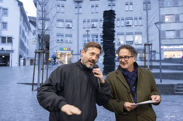 Künstler Kilian Rüthemann (l.) und Stadtrat Erich Obrist trotzten der Kälte in der Cordulapassage.