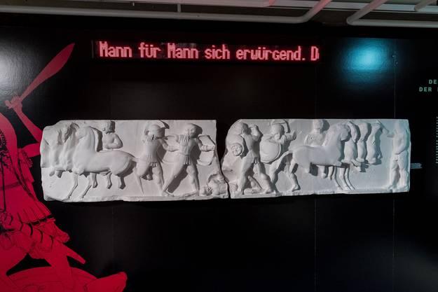 Die Lanzen hoch erhoben stürmen Achilleus (rechts) und Memnon aufeinander los. Platten kurz vor 525/24 v. Chr.