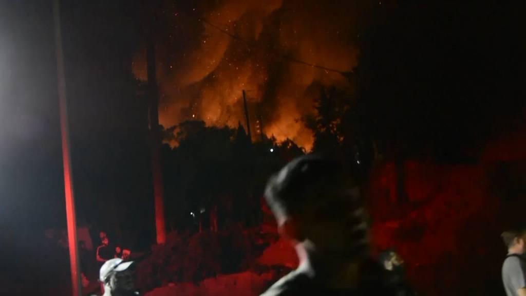Nach Schlägerei: Feuer in Flüchtlingslager