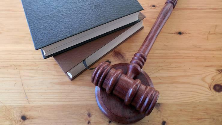 ««Ich habe vieles vergessen, weil es mir psychisch schlecht ging», sagt der Angeklagte vor Gericht. (Symbolbild)