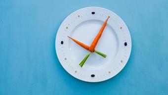 Eine Mahlzeit auslassen – oder gleich den ganzen Tag nichts essen: So geht Intervallfasten. (Symbolbild)