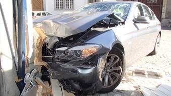 Die Kantonspolizei nahm dem Unfallfahrer den Führerausweis vorläufig ab.