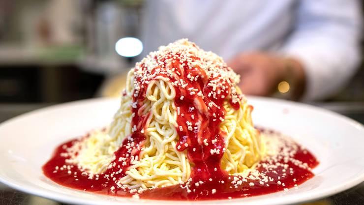 Das Spaghetti-Eis schmeckt ein bisschen nach Scherz - wie die Zigarettenkaugummi aus der Kindheit.