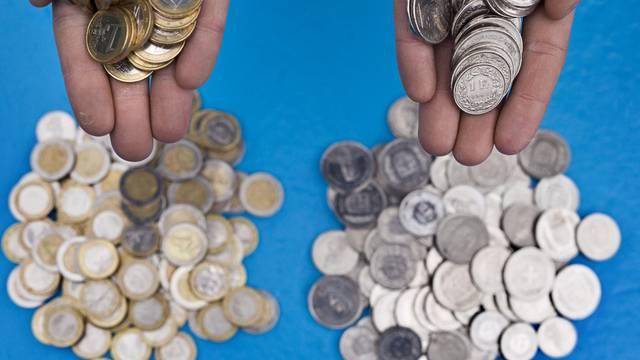 Der tiefe Eurokurs soll in die Preise in der Schweiz mit einbezogen werden