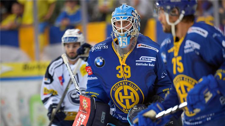 Musste schon mehrmals hinter sich greifen: Der ausländische Torhüter Anders Lindbäck im Einsatz für den HC Davos.