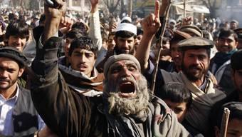 Zornige Afghanen demonstrieren gegen Koranverbrennungen