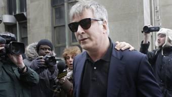 Alec Baldwin letzten Dienstag von Reportern bedrängt (Archiv)