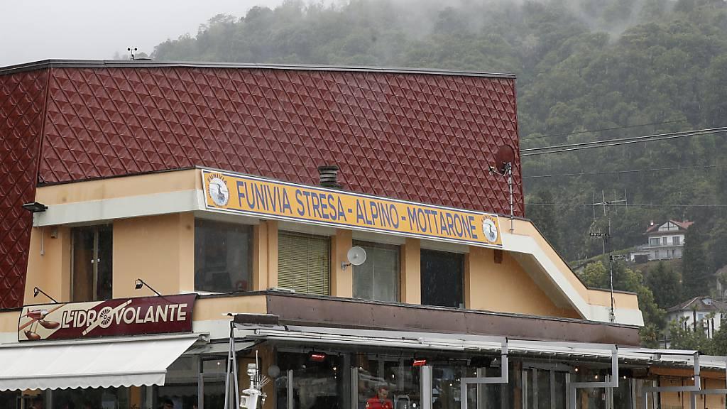 Die Abfahrtsstation der Seilbahn von Stresa nach Mottarone. Beim Absturz einer Gondel einer Seilbahn am norditalienischen Lago Maggiore am 23.05.2021 haben mindestens 14 Menschen ihr Leben verloren. Foto: Antonio Calanni/AP/dpa