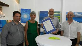 Ferdinand Weissenbach (links) mit seiner Mutter Dora Weissenbach, der Preisträger Fridolin Kurmann und der Laudator Paul Steinmann. Jörg Baumann