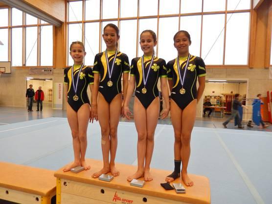 Bernadette, Vanessa, Ivana und Saranya (v.l.) bestiegen das Siegertreppchen.