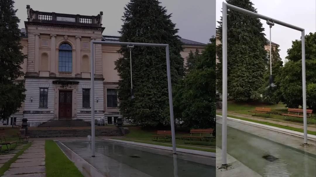 Der Signer-Stiefel vor dem Kunstmuseum Solothurn speit nach der Restauration wieder Wasser