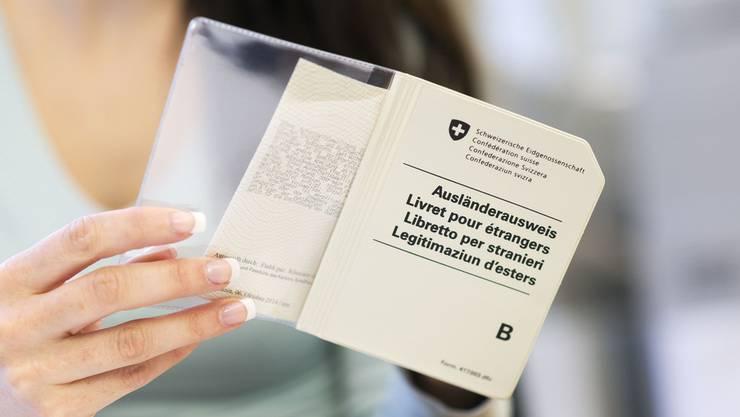 Der Ausweis B ermöglich es Ausländern, für jeweils fünf Jahre in der Schweiz zu leben und zu arbeiten.