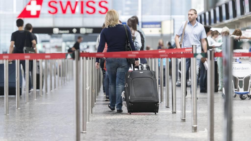 Die Passagierzahlen am Flughafen Zürich befinden sich weiterhin auf sehr tiefem Niveau. (Symbolbild)