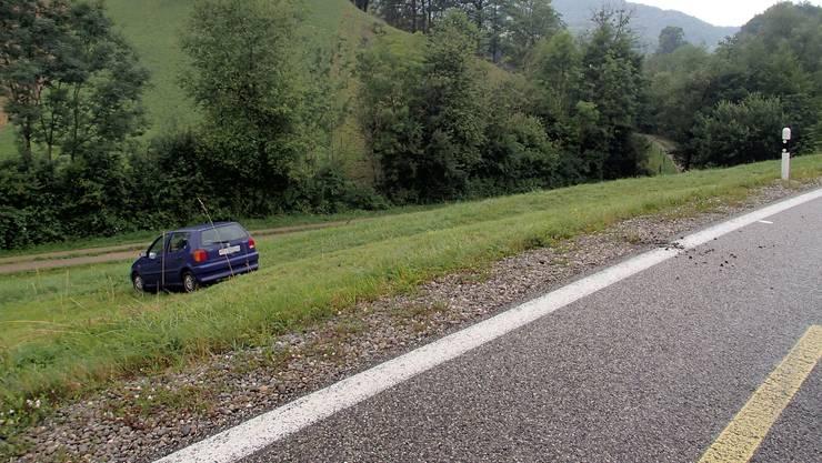 Das Auto des 34-Jährigen landete in der Böschung.