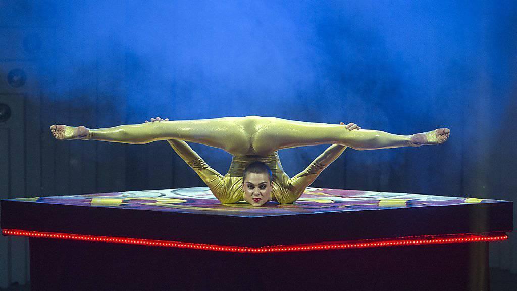 Diese Position dürfte Nina Burri in der Tracht eher schwerfallen (Archiv)