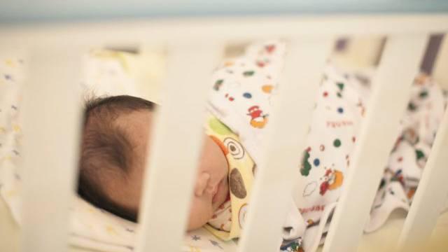 Ein Baby in einem chinesischen Spital (Symbolbild)