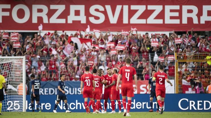 «Forza Svizzera» - Die Schweizer jubeln nach dem 2:0 von Haris Seferovic, der nach herrlicher Vorarbeit vollendet hatte