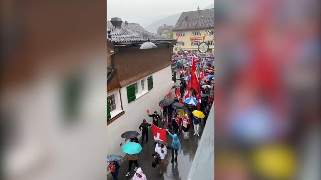 Polizei schritt nicht ein: Rund 500 Personen an Corona-Demo in Appenzell