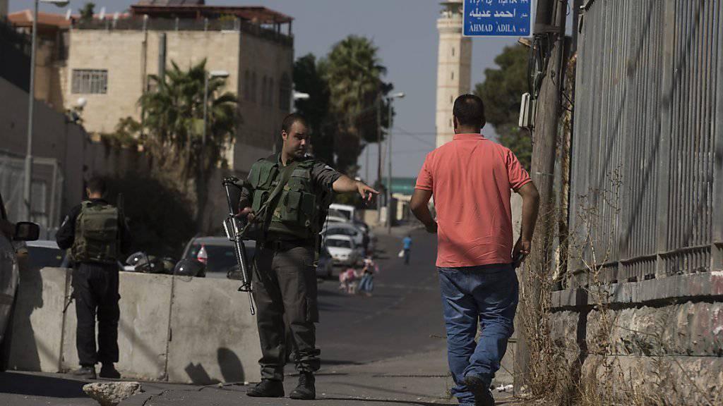 In der Region um Jerusalem haben die israelischen Behörden wegen der Gewaltausbrüche der letzten Tage zusätzliche Sicherheitskräfte aufgestellt.